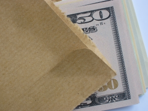 brown-envelope-money-bribe-1-1384589-m.jpg